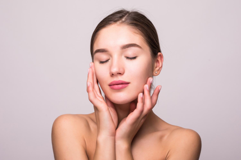 Como fazer uma limpeza de pele profunda em casa